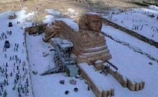 La fausse photo du Sphinx de Gizeh sous la neige diffusée vendredi 13 décembre sur Twitter.