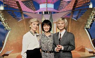 """Simone Garnier, Fabienne Egal, Evelyne Leclerc sur le plateau de l'emission """"Tournez Manège!"""" sur TF1, le 15 janvier 1993."""