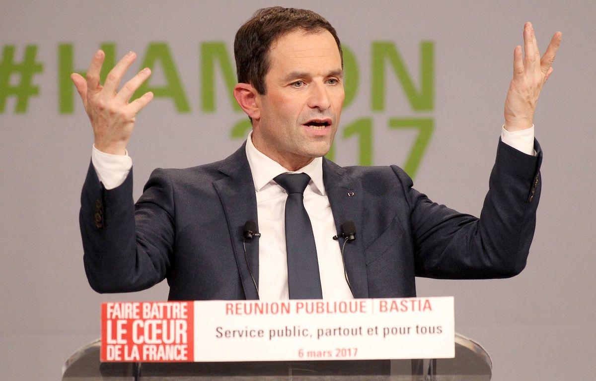 Benoit Hamon, candidat socialiste, en meeting à Bastia le 6 mars 2017.  – YANNICK GRAZIANI / AFP