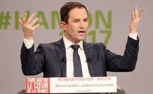 Benoît Hamon, candidat socialiste, en meeting à Bastia le 6 mars 2017.