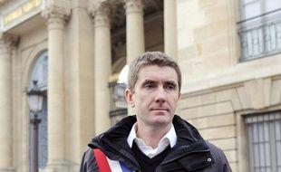 """Le maire de Sevran, Stéphane Gatignon (EELV), poursuivait lundi à midi sa grève de la faim devant le Palais-Bourbon, décidé à """"aller jusqu'au bout"""" pour obtenir de meilleures dotations pour les villes pauvres et en particulier la sienne, l'une des plus défavorisées de France."""