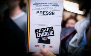 """Une carte de presse avec la mention """"Je suis Charlie"""" le 8 janvier 2015 à Bruxelles"""