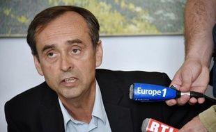 Le maire de Béziers Robert Ménard, lors d'une conférence de presse dans sa ville le 5 mai 2015