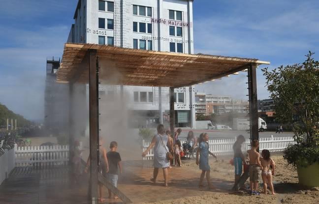 Les docks d'été débutent le 3 juillet 2016 à Strasbourg avec une plage artificielle devant la médiathèque Malraux.