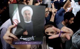 """La presse iranienne était unanime dimanche pour saluer la victoire du religieux modéré Hassan Rohani à la présidence, insistant sur la forte mobilisation des électeurs pour la """"modération"""" face à """"l'extrémisme""""."""