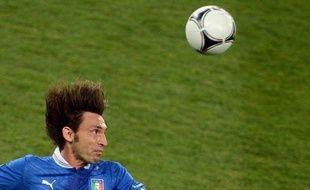 """Une """"Panenka"""" réussie pour l'un, un tir au but arrêté pour l'autre, et une empreinte impériale sur l'Italie, qualifiée pour les demi-finales de l'Euro-2012 aux dépens de l'Angleterre dimanche (0-0 a.p., 4-2 t.a.b.): Andrea Pirlo et Gianluigi Buffon sont éternels !"""