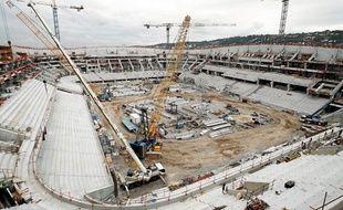 Préfabriqués sur place, les quelque 20km de gradins sont en cours de pose à l'intérieur du stadium niçois.