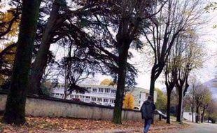 """Une expertise rendue mardi a jugé que l'état mental de Jean-Pierre Guillaud, l'homme qui a mortellement poignardé un étudiant le 12 novembre à Grenoble, était """"compatible"""" avec son audition par un magistrat instructeur et avec son """"éventuelle mise en examen""""."""