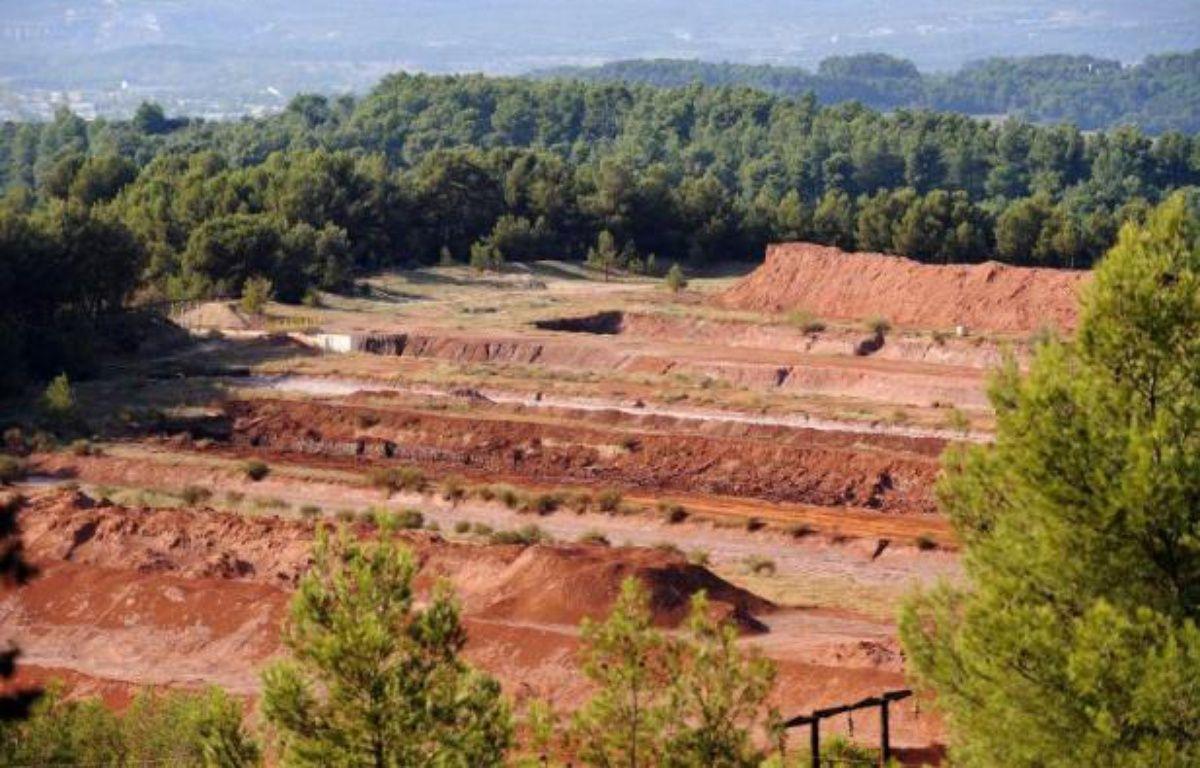 """Le site de MangeGarri le 8 octobre 2010, près de Gardanne dans les Bouches-du-Rhône, où les résidus de bauxite produisent les """"boues rouges"""" – anne-Christine Poujoulat AFP"""