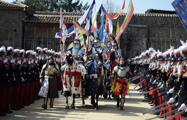 La cérémonie pour l'anneau de Jeanne d'Arc au Puy du Fou.