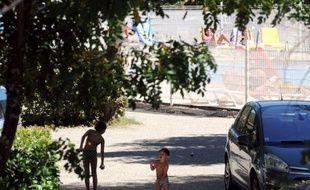 L'homme de 32 ans qui a avoué être l'auteur de cinq agressions sexuelles dans des campings du sud de l'Ardèche cet été avait été condamné en 2000 à de la prison avec sursis assorti d'une mise à l'épreuve pour le même motif, et sera déféré au parquet d'Avignon dimanche après-midi.