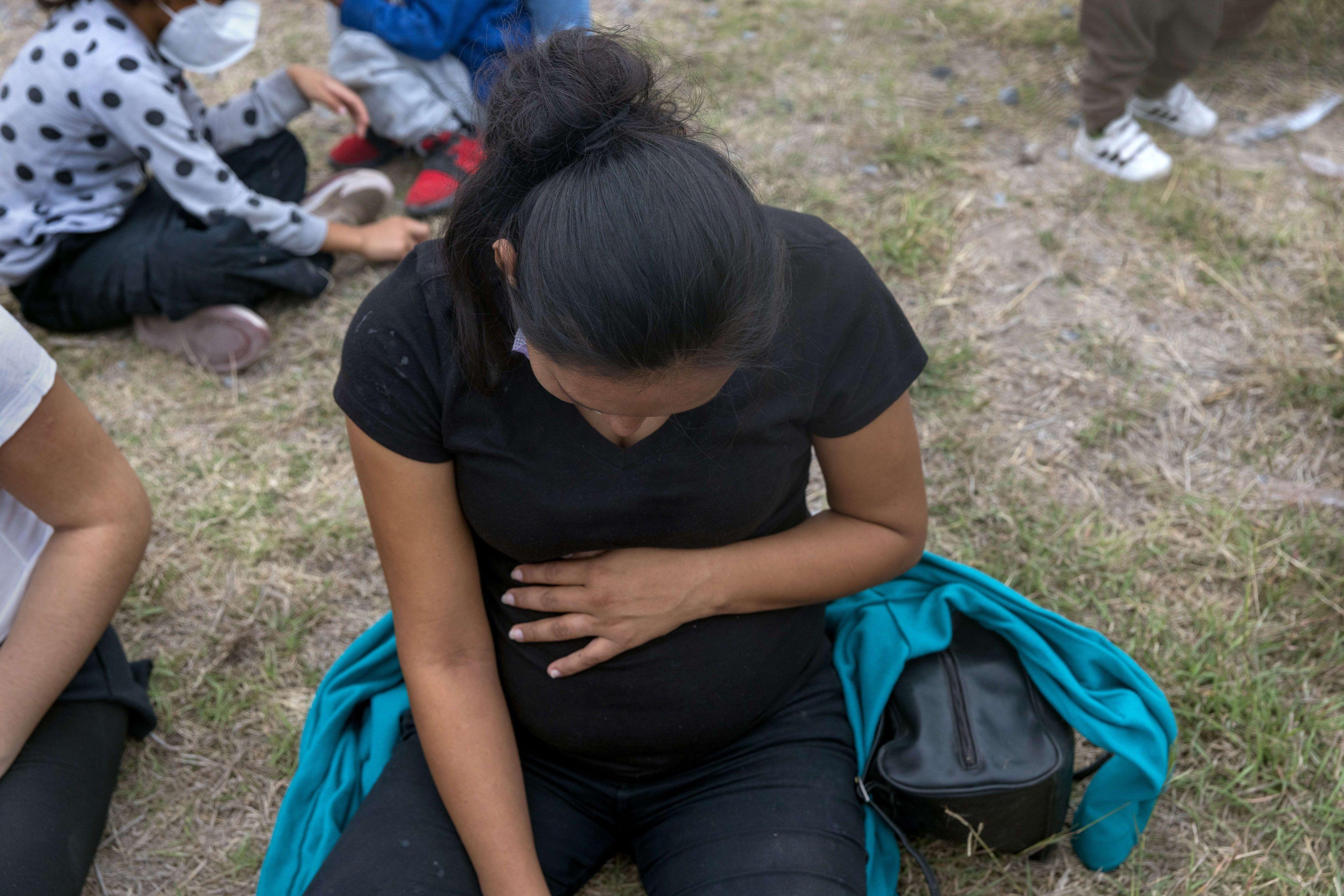 648x415 une femme enceinte au texas illustration