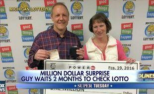 Cet Américain a gardé pendant plus de deux mois un ticket gagnant de la loterie dans son portefeuille avant de découvrir qu'il avait gagné un million de dollars.