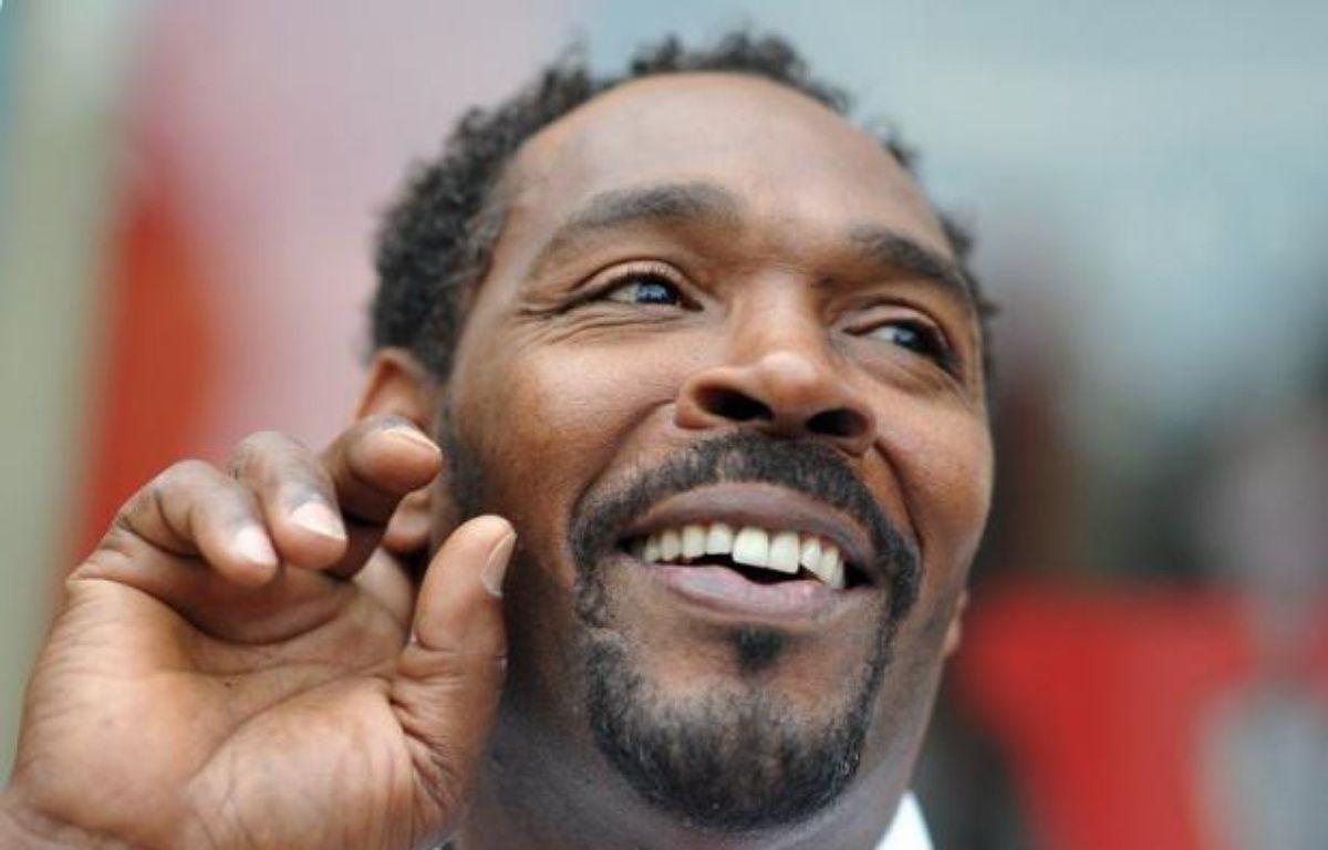 Rodney King, dont le passage à tabac par quatre policiers blancs ensuite acquittés avait entraîné de très violentes émeutes raciales à Los Angeles en 1992, a été retrouvé mort dimanche dans sa piscine à l'âge de 47 ans. – Joe Klamar afp.com