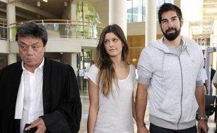 Nikola Karabatic (d) et Géraldine Pillet quittent le tribunal de Montpellier le 10 juin 2013