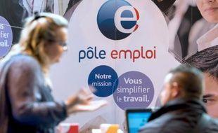 Une personne reçue par un conseiller de Pôle Emploi à Gravelines, dans le nord de la France, le 30 mars 2016