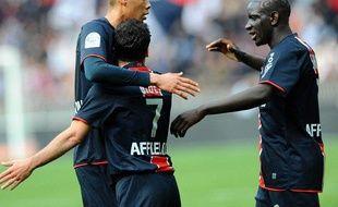 Les joueurs du PSG, Guillaume Hoarau, Ludovic Giuly et Mamadou Sakho, (de gauche à droite), lors d'un match de L1 face au Havre, le 29 avril 2009.