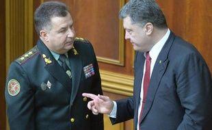 Le ministre ukrainien de la Défense, Stepan Poltorak, et le président Petro Porochenko le 14 octobre 2014 à Kiev