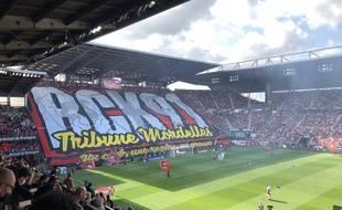 Le tifo sorti par les ultras du RCK lors du derby entre le Stade Rennais et le FC Nantes le 22 août 2021.