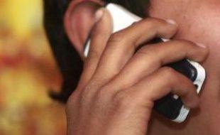 Une vingtaine de scientifiques, essentiellement des cancérologues, lancent un appel à la prudence dans l'utilisation des téléphones portables en l'absence de conclusions scientifiques définitives sur leur éventuelle dangerosité pour la santé.