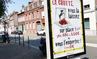 Des panneaux publicitaires font de la prévention jusqu'au 1er octobre, date de début de verbalisation, à La Madeleine, dans le Nord