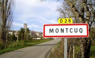 L'entrée de la ville de Montcuq