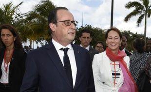 Le président François Hollande et la ministre de l'Ecologie Ségolène Royal, le 9 mai 2015 à Fort-de-France, en Martinique