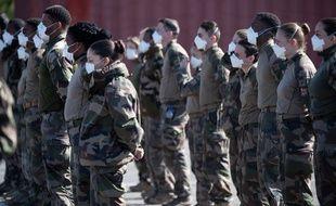 Des militaires déployés dans un hôpital de campagne à Mulhouse, le 23 mars 2020.