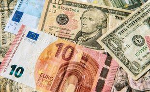 """Le président François Hollande a estimé que l'euro était désormais à sa """"bonne parité"""" face au dollar"""