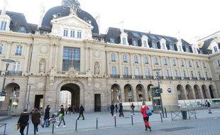Bâtiment emblématique de Rennes, le Palais du commerce est situé place de la République.