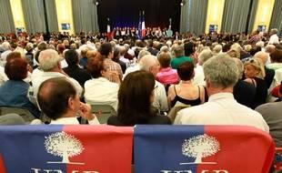 Des militants de l'UMP à une conférence donnée par Nicolas Sarkozy le 8 octobre 2014.