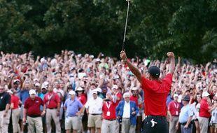 Tiger Woods remporte le 80e titre PGA de sa carrière.