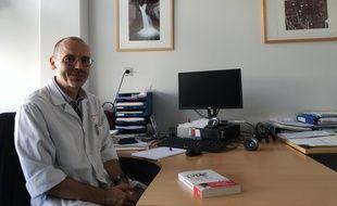 Responsable du service des maladies infectieuses des hôpitaux universitaires de Strasbourg, le professeur Yves Hansmann est confronté à la maladie de Lyme depuis plus de 20 ans.