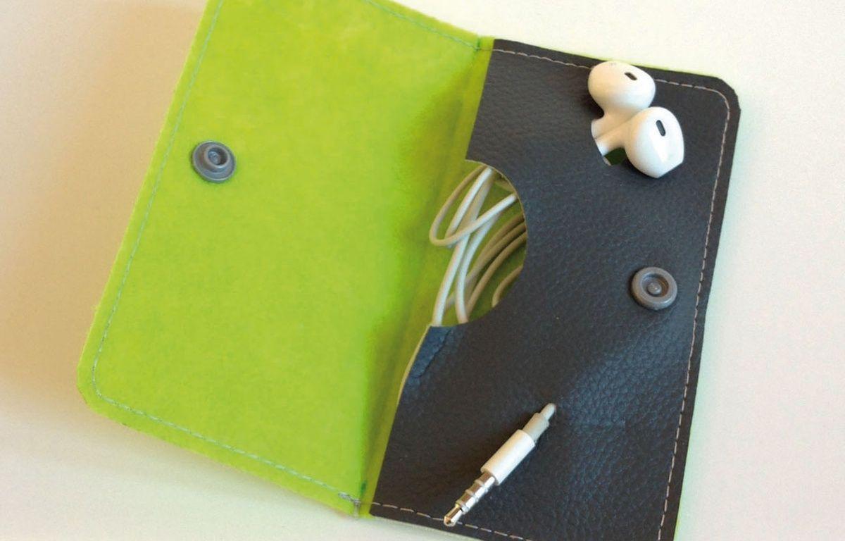 5 - Fini les noeuds d'écouteurs avec la pochette Ofyl. – © Concours Lépine