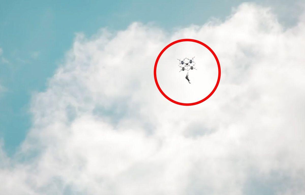 Il saute depuis un drone ! - Le Rewind – capture d'écran