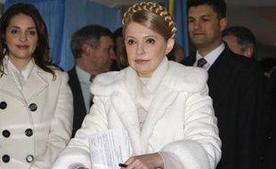 Ioulia Timochenko vote pour l'élection présidentielleà Dnipropetrovsk, le 17 janvier 2010.