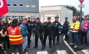Les gendarmes mobiles sont intervenus vers 9h mardi matin pour libérer le dépôt de bus du Star à Rennes, bloqué par des opposants aux ordonnances Macron.