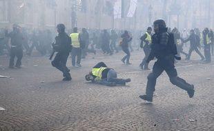 Intervention des forces de l'ordre lors de la manifestation des «gilets jaunes» à Paris, le 16 mars 2019.