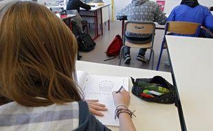 Illustration d'élèves dans un collège .