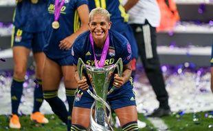 Le 30 août, Shanice van de Sanden a soulevé la Ligue des champions pour la troisième fois avec l'OL.