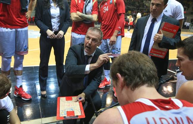 Strasbourg, le 3 février 2016. - Le coach de la SIG Vincent Collet et à sa gauche son assistant Pierre Tavano. (Archives)