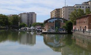 Toulouse, le 25 aout 2014 - Le port Saint-Sauveur sur le Canal du Midi.