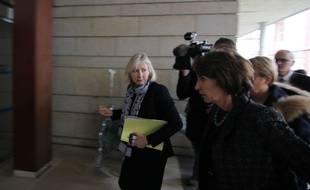La ministre de la Santé Marisol Touraine accueillie par la directrice du CHU de Rennes pour évoquer les six patients hospitalisés après un essai thérapeutique.