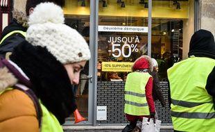 Des gilets jaunes manifestent à Bordeaux, le 20 janvier 2019.