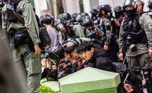 Lors d'une arrestation de manifestants et manifestantes à Hong Kong.