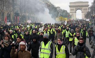 Manifestation des «gilets jaunes» sur les Champs-Elysées à Paris, le 9 février.