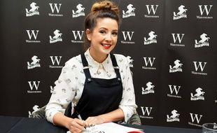 La blogueuse Zoella en dédicace pour son premier roman Girl Online