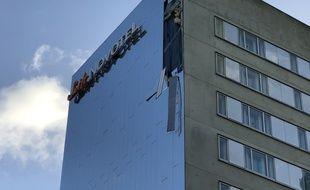 La tempête Ciara a fait des dégâts sur la façade d'un hôtel de Lille