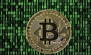 Les transferts avaient notamment lieu en Bitcoins, une monnaie virtuelle, selon les enquêteurs.