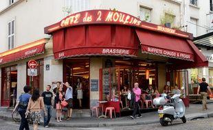 Le café des Deux Moulins, rue Lepic (18e arrondissement)